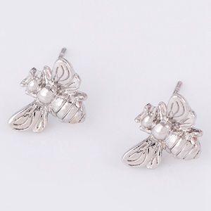 Jewelry - NWT Silver Bee Stud Earrings 🐝